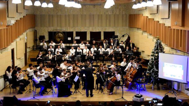 """Concert de Crăciun decembrie 2018 Colegiul """"Carmen Sylva"""" Ploiești"""